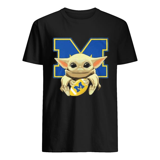 Yoda Baby hug Wolverines  Classic Men's T-shirt