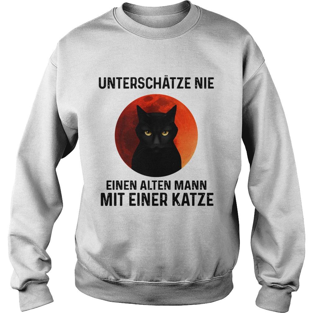 Black cat unterschatze nie einen alten mann mit einer katze  Sweatshirt