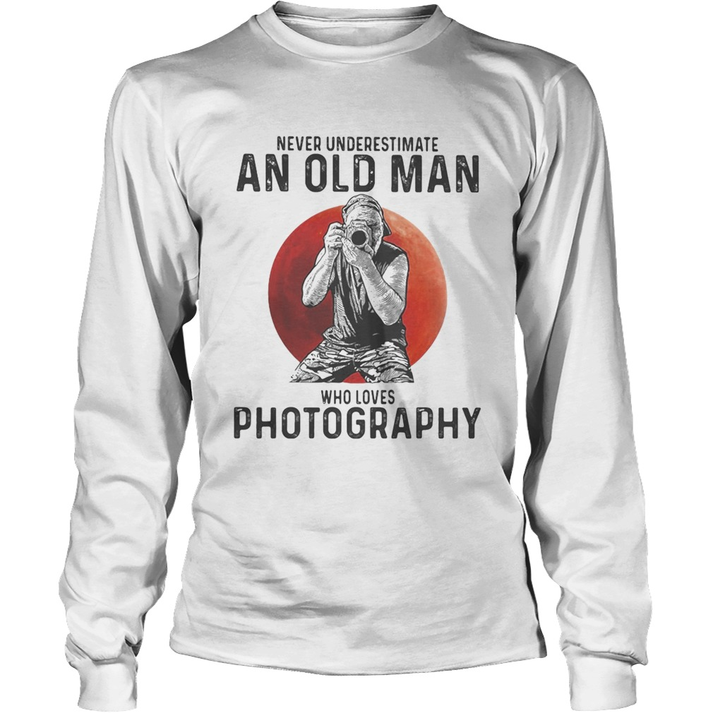 Never underestimate an old man who loves photography sunset  Long Sleeve