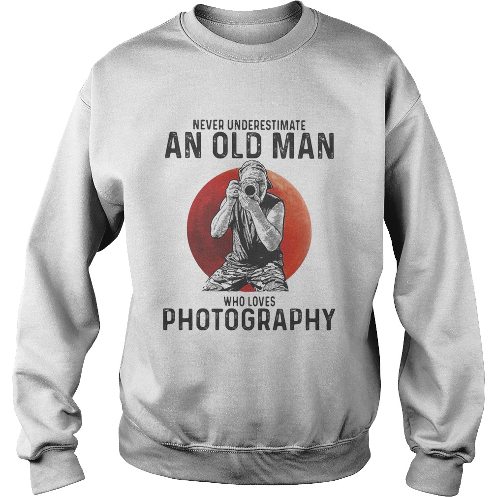 Never underestimate an old man who loves photography sunset  Sweatshirt